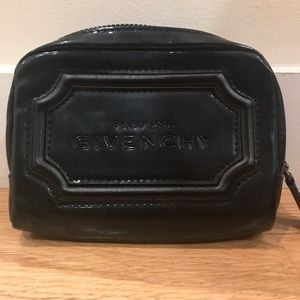 New Parfums Givenchy Cosmetics Zip Bag in black